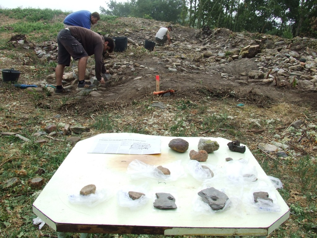 Materiais arqueolóxicos documentados na escavación da capa vexetal na ermida