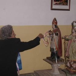 Ofrecendo ao San Brais de Cereixa as tradicionais cintas. (Ano 2003).