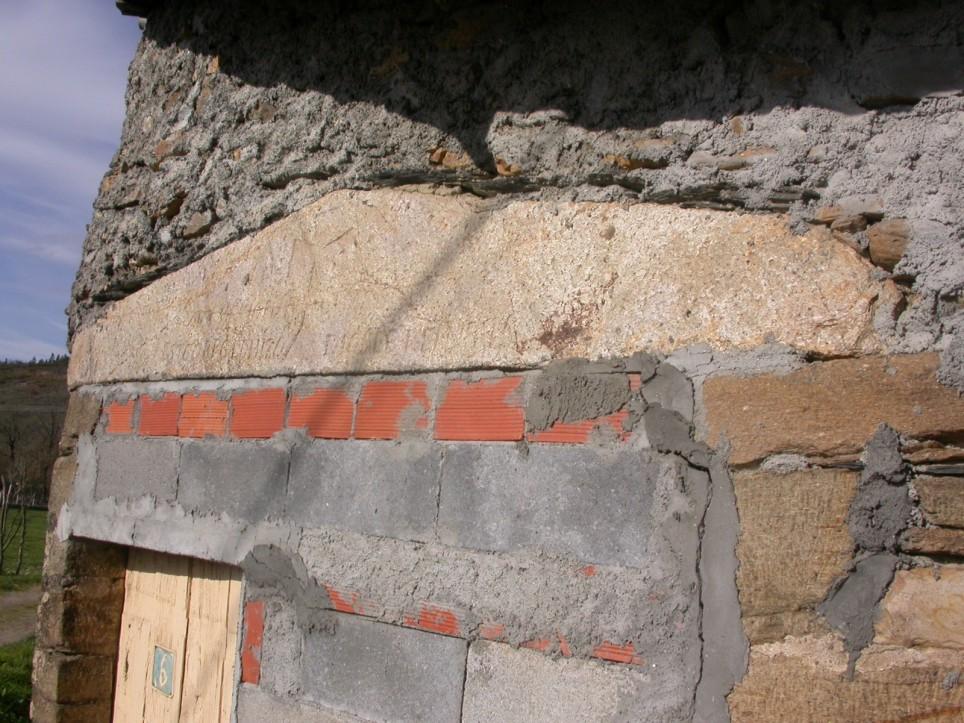 A portada da casa d'O Ramau en 2003.