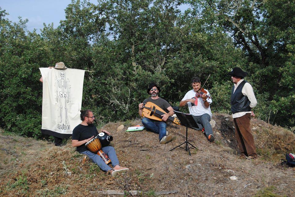 Romaría de San Lourenzo 2019. Actuación musical no Burato dos Mouros, en recordo de don Esteban. Foto de Ursula Neilson.
