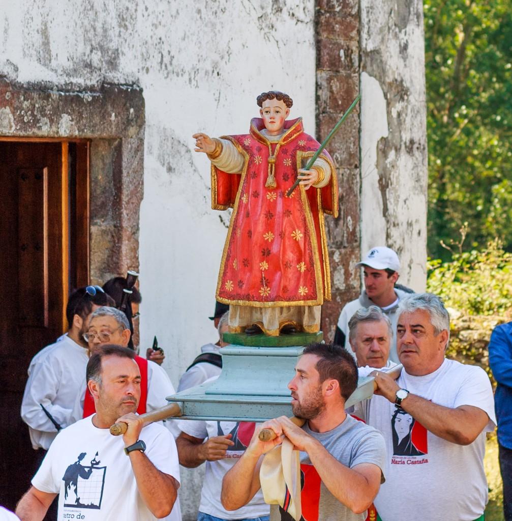 Inicio da procesión do San Lourenzo en 2018. Fotografía de Helena Cerviño.